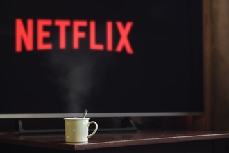 Casting silhouette homme et femme entre 18 et 60 ans pour tournage série Netflix
