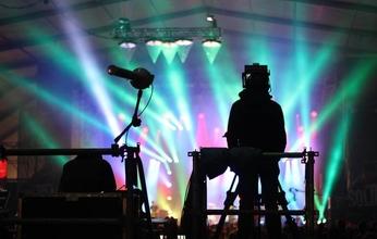Recherche techniciens son, lumières et vidéo H/F pour animation