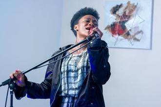 Recherche chanteuse entre 19 et 27 ans pour orchestre