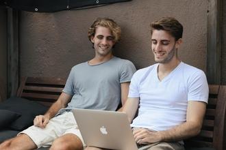 Recherche jumeaux type mannequin entre 22 et 27 ans pour tournage série