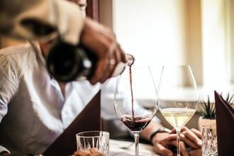 Casting homme femme figurant entre 20 et 65 ans  pour tournage campagne publicitaire vin
