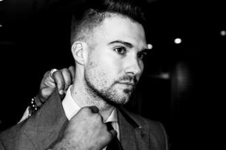 Cherche modèle homme brun ou blond de 20 à 30 ans pour groupe de cosmétique français