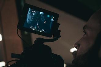 Recherche 2 silhouettes bilingues anglais H/F entre 35 et 55 ans pour un long-métrage à Cognac