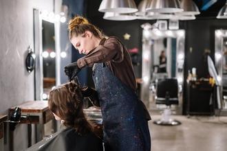 Casting modèle femme pour relooking coiffure pour média beauté