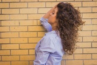 Cherche 1 hôtesse d'accueil bilingue anglais pour un salon à Rennes
