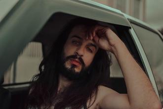 Casting modèle homme pour jouer dans vidéo clip