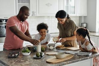 Casting femme homme et enfant pour jouer famille dans clip musical