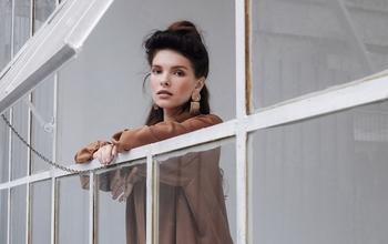 Casting modèle féminin tout âge et profil pour shooting photo marque de bijoux
