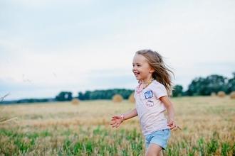 Casting enfant fille entre 4 et 6 ans pour silhouette dans long métrage