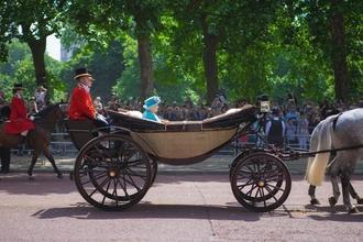 Recherche silhouette Reine Elizabeth entre 60 et 70 ans pour série documentaire France TV