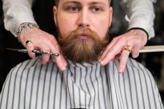 Casting homme pour vidéo de relooking barbe et cheveux