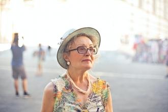 Casting figurante femme entre 60 et 70 ans pour shooting photo et vidéo
