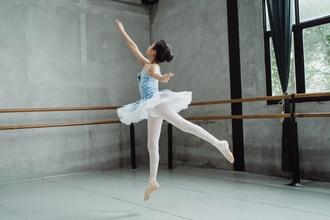 Casting professeur de danse classique pour enfant entre 6 et 12 ans