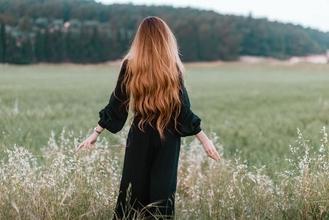 Cherche modèle femme au cheveux long jusqu'au cuisses pour tournage média beauté