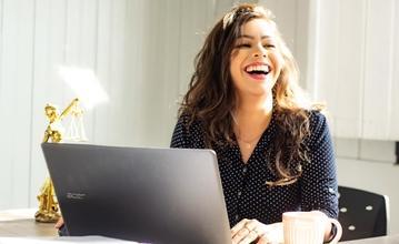 Recherche femme entre 30 et 50 ans pour publicité web