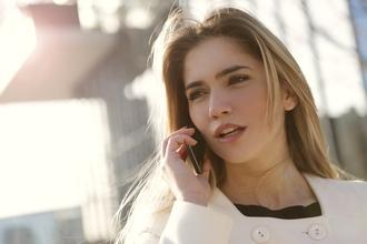 Casting doublage voix femme pour billboard publicité