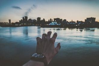 Recherche mannequin main homme pour un shoot vidéo publicitaire