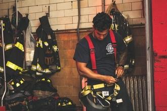 """Recherche personnes avec tenue de pompier pour tournage """"Par dessus l'épaule de Jonas"""""""