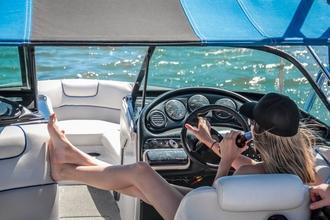 Cherche famille résidant à Marseille pour tournage vidéos bateaux