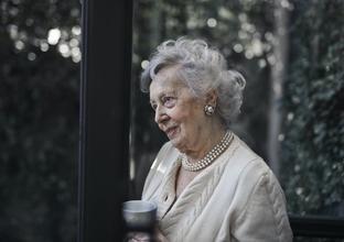 URGENT Casting modèle femme entre 80 et 90 ans pour shooting photo