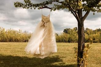 Recherche mannequin cabine femme pour robes de mariée luxe