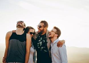 Casting groupe d'ami homme et femme entre 25 et 35 ans pour vidéo digitale