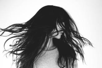 Recherche modèle femme châtain ou brune pour média beauté