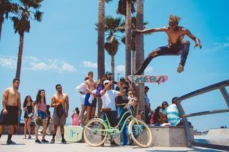 Recherche ados H/F pratiquant skate, trottinette ou BMX pour clip Isaac Delusion