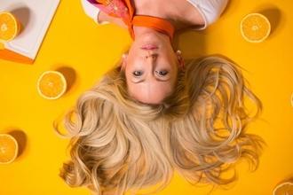 Recherche modèle femme blonde pour Coloration Blonde Ombré