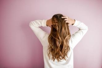 Recherche un modèle femme pour une coupe courte