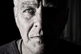 Recherche homme typé caucasien 55 à 65 ans pour reconstitution magazine de faits divers