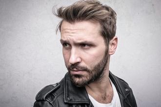 Casting mannequin homme entre 25 et 35 ans pour jouer dans tutoriel coiffure