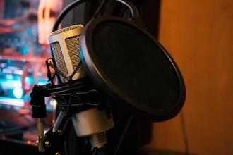 Recherche comédiens H et F voix off en anglais pour une expérience en réalité virtuelle