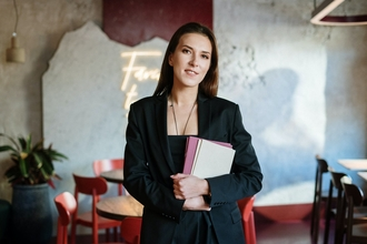 Recherche hôte ou hôtesse parlant anglais pour accueil en entreprise