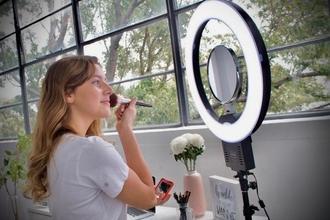 Recherche coiffeuse-maquilleuse pour tournage mode lifestyle