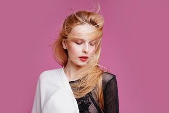 Casting femme modèle entre 16 et 24 ans pour shooting couture et cosmétique