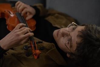 Casting série TV recherche jeune musicien entre 18 et 25 ans avec instrument