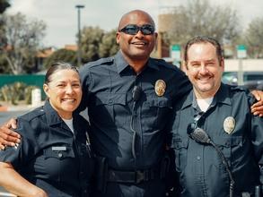 Casting homme et femme tout âge et profil ayant uniforme de police pour figuration dans film