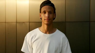 Casting garçon entre 18 et 20 ans pour contenu réseaux sociaux banque en ligne