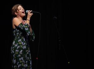Casting chanteuse entre 20 et 34 ans pour soirée dansante et évènement