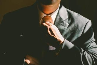 Recherche Hôtes Serveurs hommes entre 20 et 30 ans pour une soirée