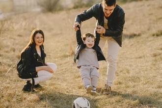 shooting photo couple et enfant sur le thème famille