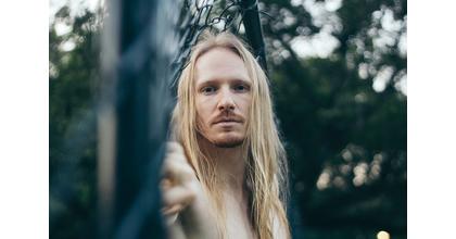Urgent Cherchons homme aux cheveux long pour tournage