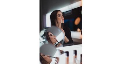 Cherche jeune femme doublure lumière pour un projet l'Oréal