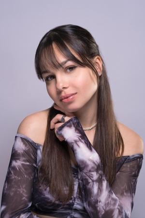 Elise CM, véritable phénomène sur les réseaux-sociaux, elle incarne une nouvelle génération animée par la danse, le chant, la parodie et la comédie !