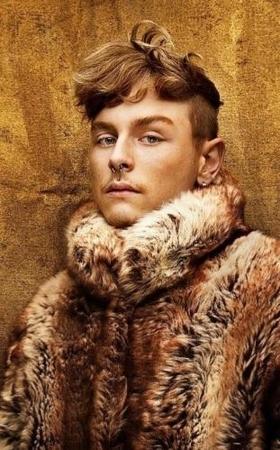 Romain Thevenin a habillé les plus grandes stars tel que Maitre Gims, gagnez ses créations !