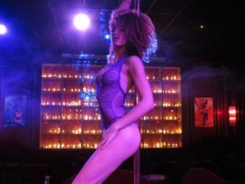 On a rencontré pour vous 3 divines strip-teaseuses du Secret Square… Focus sur un métier qu'on connait peu finalement