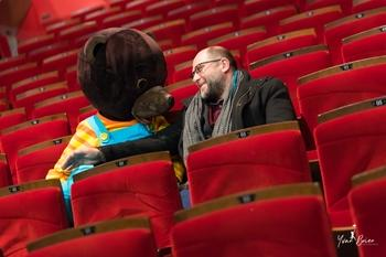Ned GRUJIC, le metteur en scène passionné de cinéma et de comédie musicale, revient sur son parcours dense et motivant.