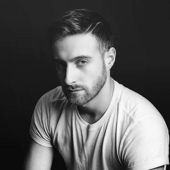 Paul Duchemin de la Backstage Agency vous explique tout sur le métier de coiffeur professionnel pour célébrités.