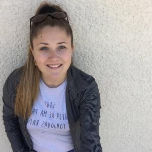 Sarah, jeune artiste qui a découvert l'univers du cinéma grâce à Casting.fr et qui est aujourd'hui passionnée